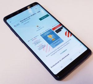 kép: Egy okostelefon, melyen az mvgyosz adományozó applikációja látható