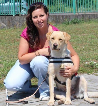Kép: Bajnóczy Enikő és Uli nevű labrador kutyus