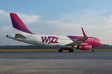 kép:wizzair repülőgép felszálláshoz készülödik