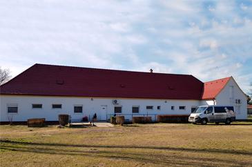 MVGYOSZ Vakvezetőkutya-kiképző Központ új piros tető
